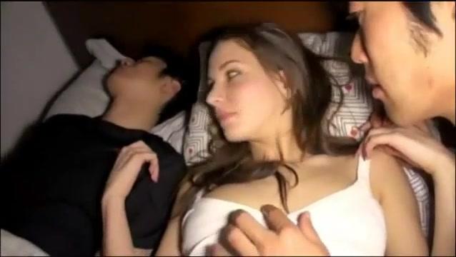美女gif|当着朋友的面睡了他的白人女朋友