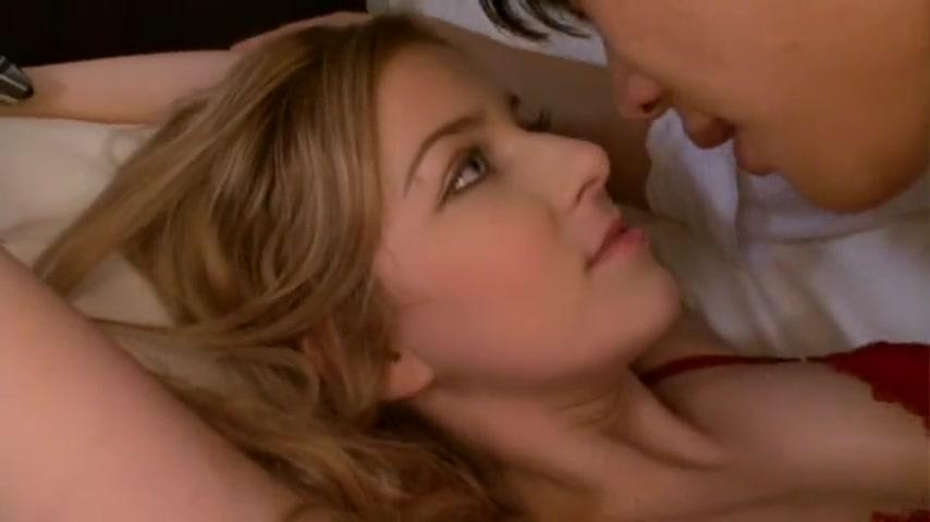 美女gif|续白人女孩在沙发中休息时被少年偷吻